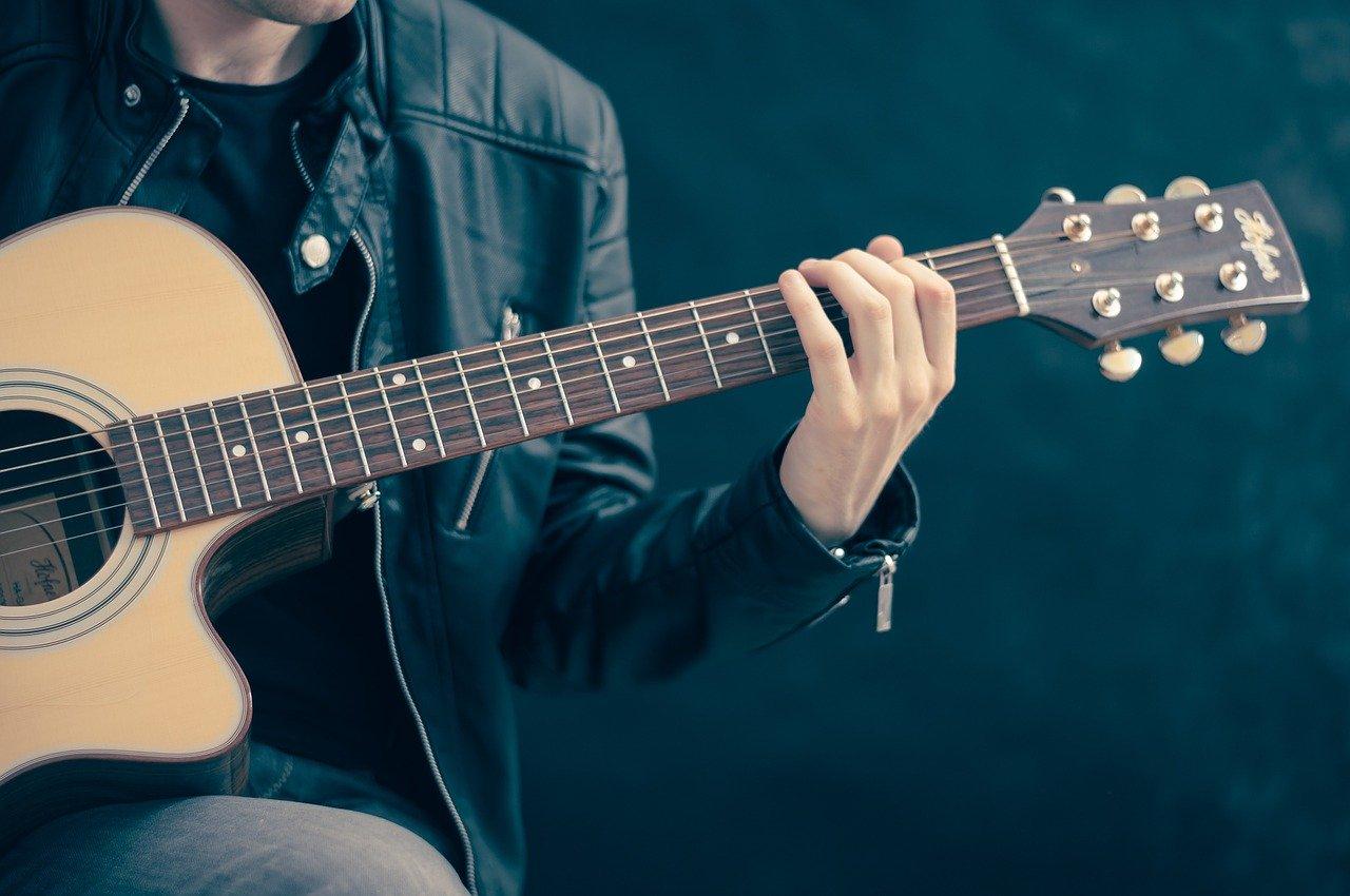 Ako sa naučiť hrať na gitaru? Dom hudby